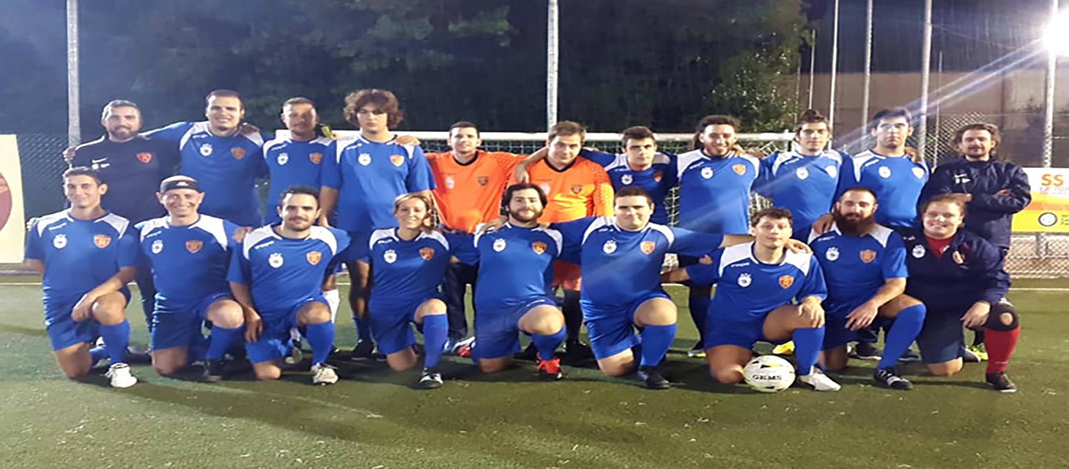 Tutta la squadra Romulea Autistic Football Club al completo